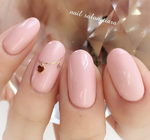 dust-pink-nails-with-accessory