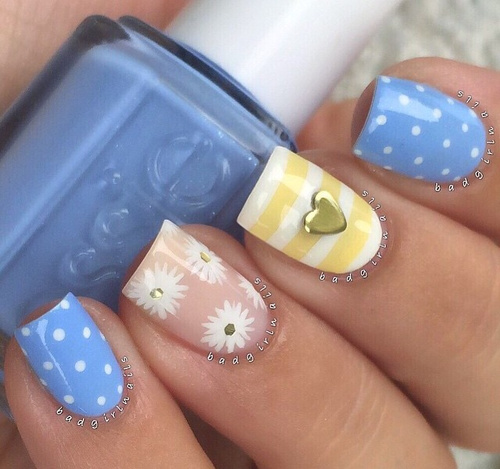 yellow-and-blue-nails-with-camomile-and-heart