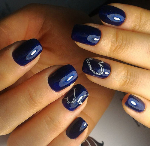 dark-blue-valentine-nails-with-white-hearts
