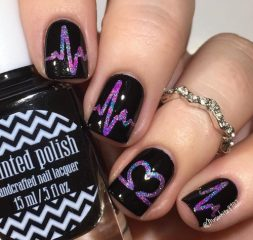 black-heartbeat-nails