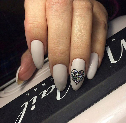 gray-nails-with-gem-heart