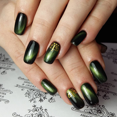 Французский маникюр черный с зеленым