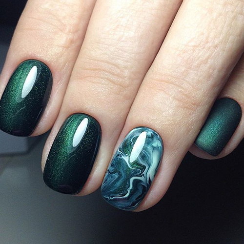 Dark Green Smoky Nail Design