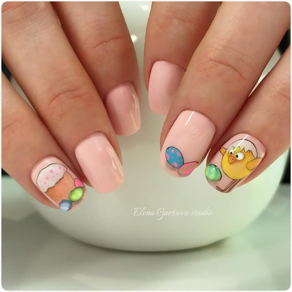 easter-nail-design-with-easter-bread-and-eggs