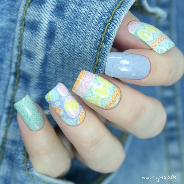 light-blue-nails-with-easter-eggs