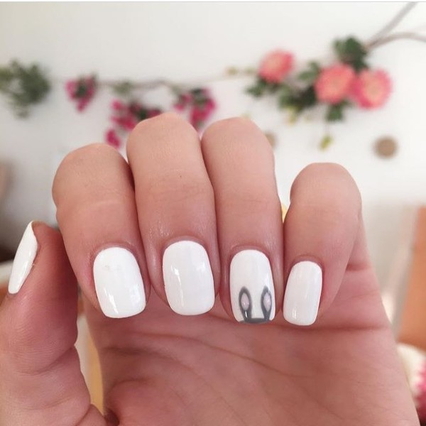 white-nails-with-easter-bunny-ears
