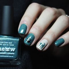 blue and white nails with cat design
