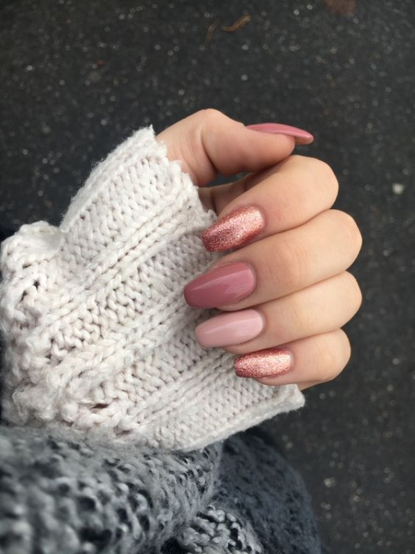 squoval dusty pink manicure with sweater