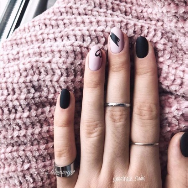 black and dusty pink sweater weather manicure