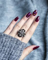 wine nails with shattered glass