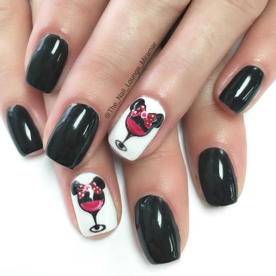 Minnie mouse wine nails design