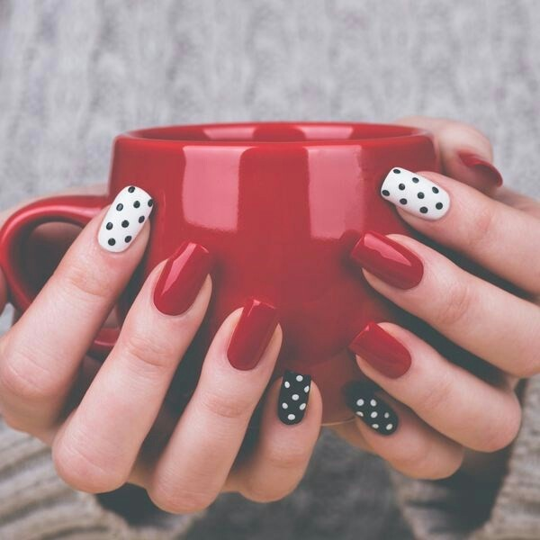 hygge nail design red and white with dots