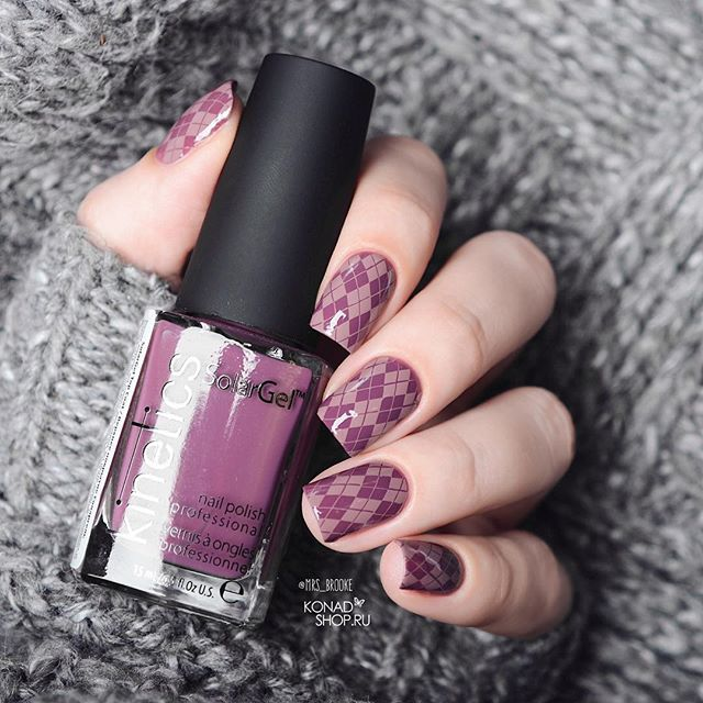 Geometric purple and grey nail design hygge