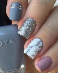 Hygge nail design with marble effect