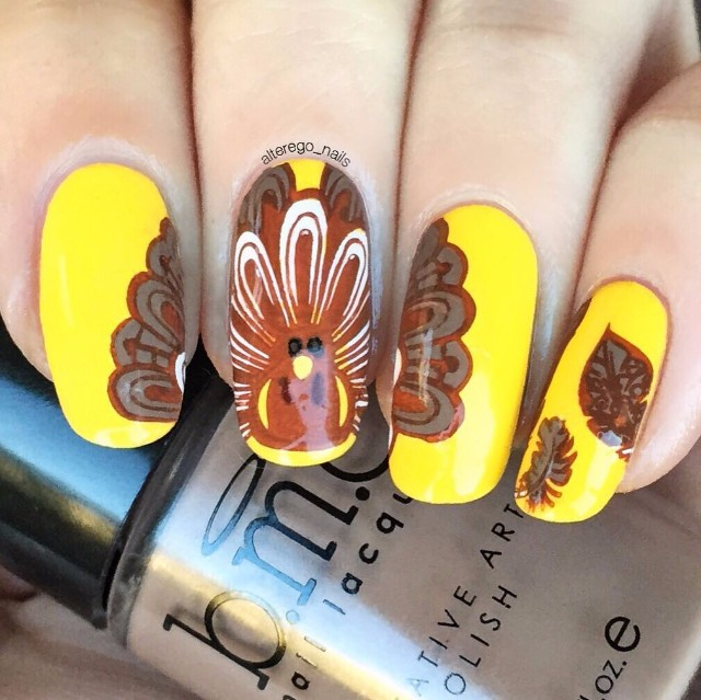 yellow-turkey-thanksgiving-nail-design
