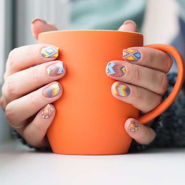 Multicolored hygge knit nail design