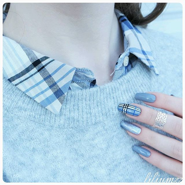 checkered nail design for cold season