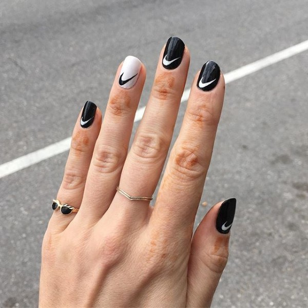 black-and-white-nike-nails