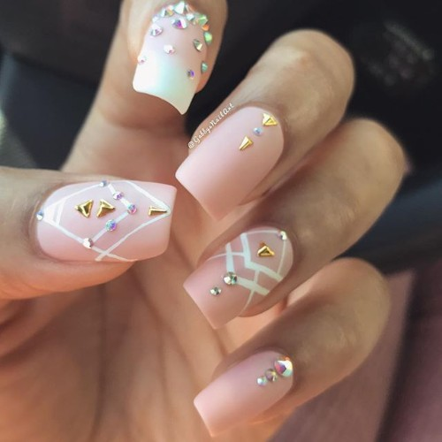boho-manicure-for-coachella
