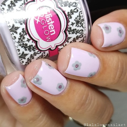 coachella-flower-nail-design