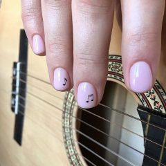coachella-nails-with-musical-notes