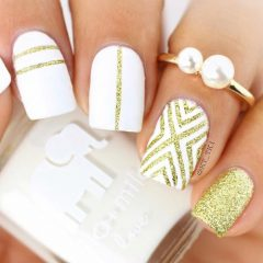 coachellas-white-and-gold-nail-design