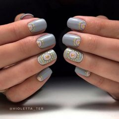 dotted-nails-for-music-festival-coachella