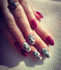 dumbbells-gym-manicure