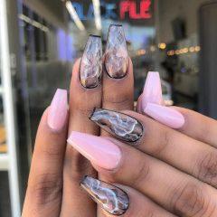 marble-coachella-nails