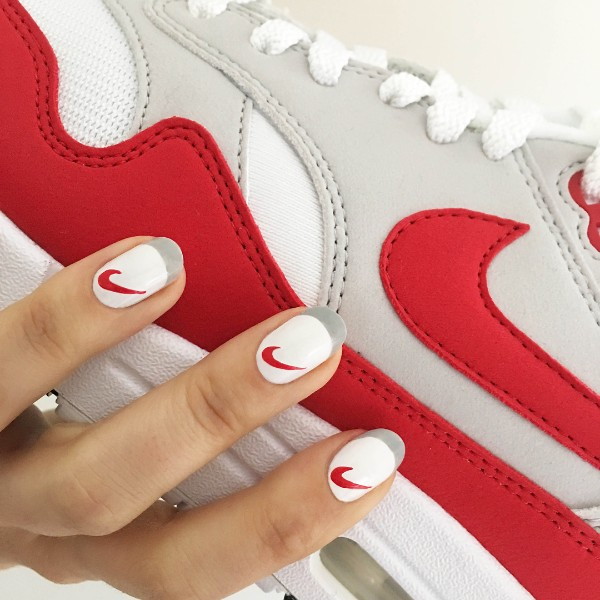 matching-sneakers-french-sporty-nails-nike