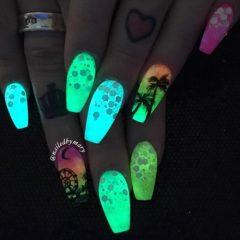 music-festival-glow-in-the-dark-nail-art