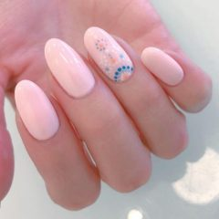nude-pink-nails-for-coachella-with-dots