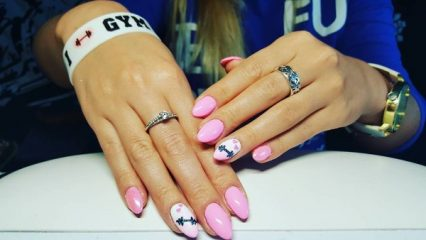 pink-love-dumbbells-nail-art
