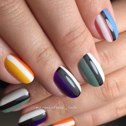 stripy-coachella-nails
