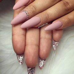 two-side-nails-with-glitter-for-coachella