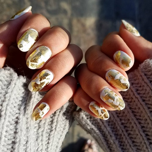 white-coachella-manicure-with-golden-foil