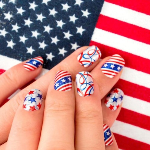 American-flag-manicure
