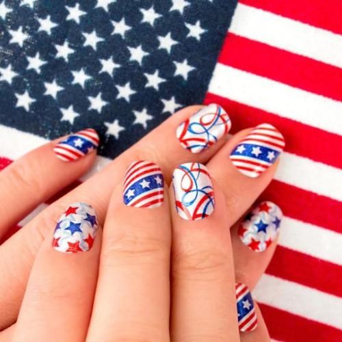 American-flag-manicure