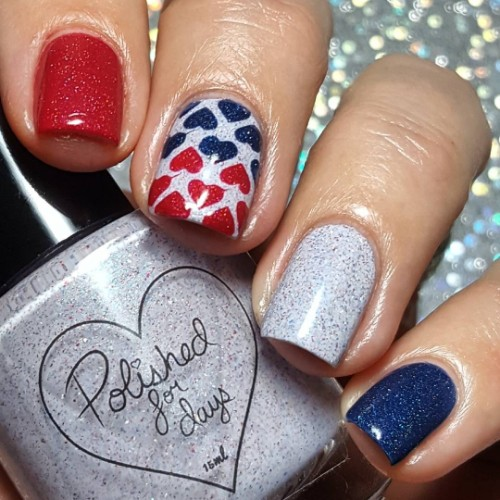 glam-4th-of-july-nails-with-hearts