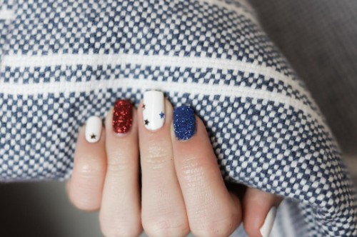 simple-4th-of-july-nails