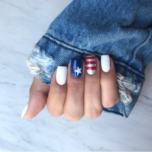 starry-independence-day-white-red-blue-silver-nails