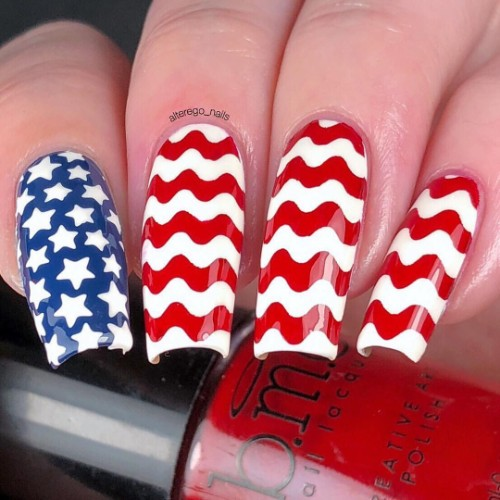 stars-and-waves-patriotic-nails
