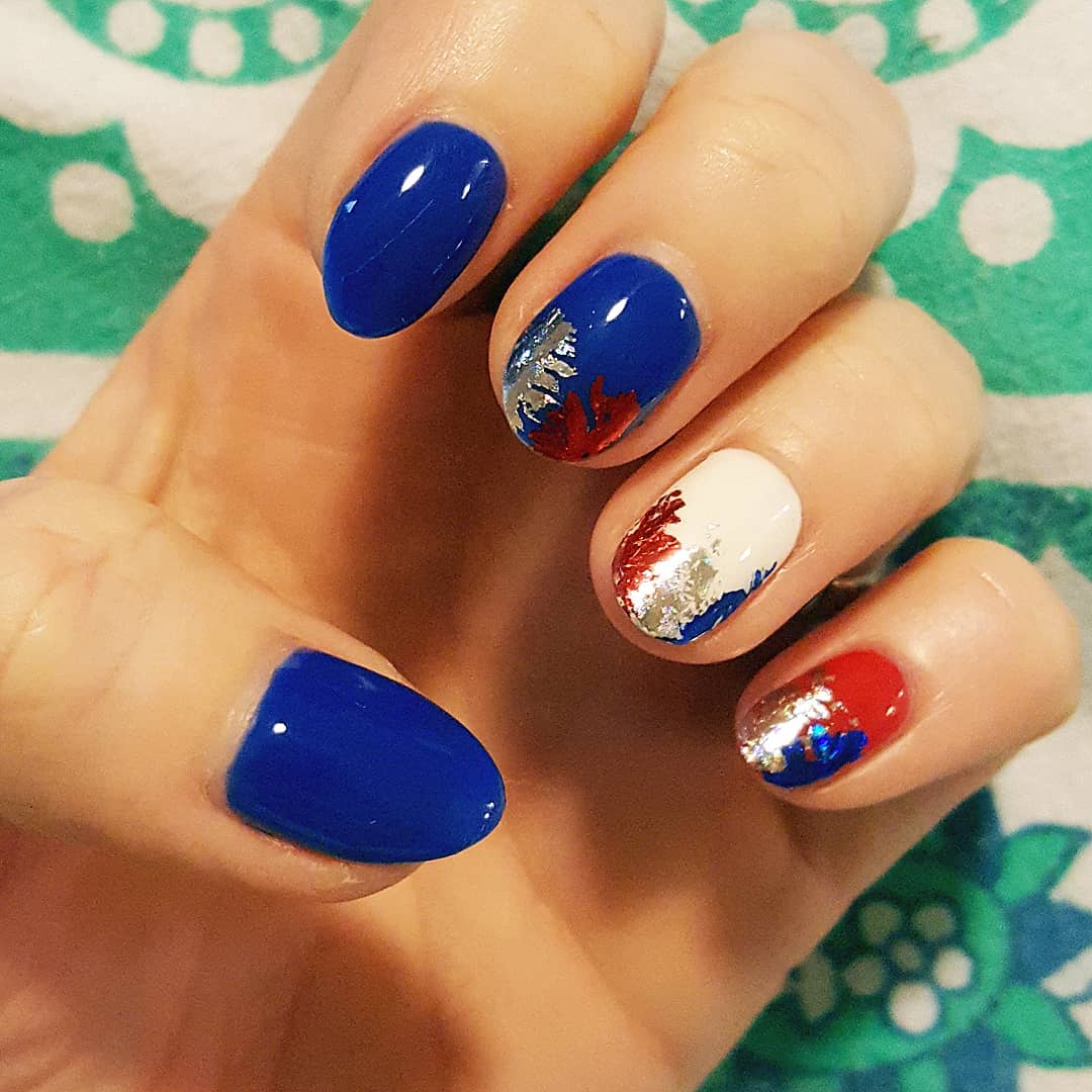 4th-of-July-nails-with-foils
