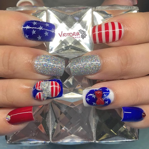 Minnie-Mouse-4th-of-July-nails