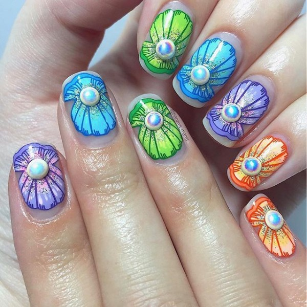 colorful-summer-seashells-nail-design
