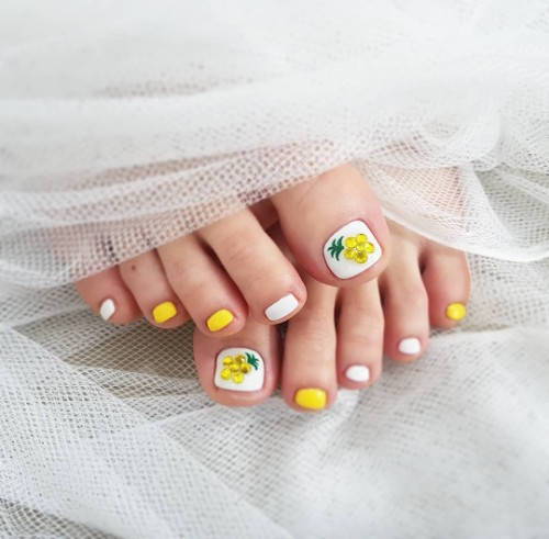feminine pineapple toe nail design