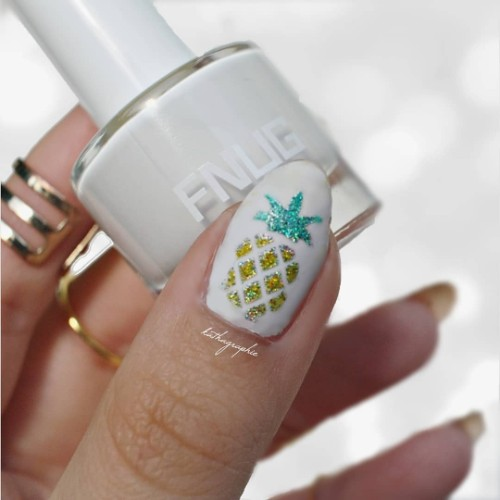 glitter pineapple on nails