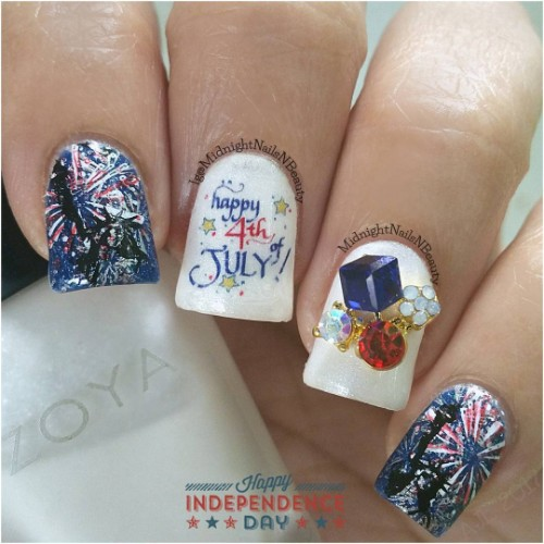 happy-fourth-july-nails