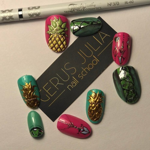 nail design with golden pineapples