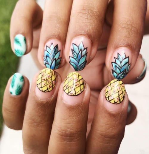 pineapple mozaic nail design